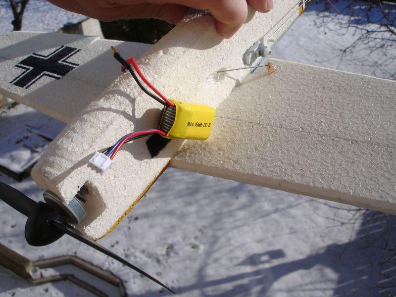 Dočasné umístění baterie na suchý zip pro určení těžiště